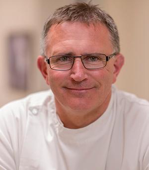 Jeremy Lewis, BSc (Hons) Pod MChS